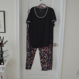 Black and White Floral Short Sleeve Pajama Set